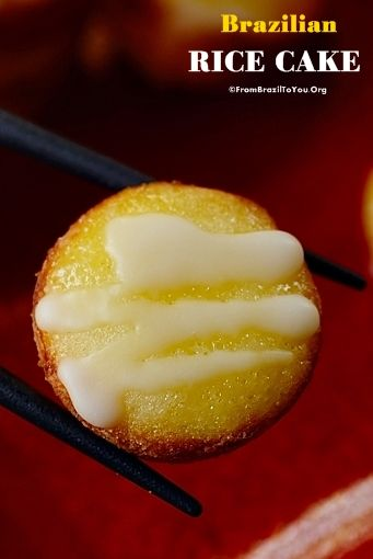 A gluten-free, moist, and mildly sweet rice cake, prepared in the kitchen blender, to wish for prosperity. It has a sticky texture while is hot, and a grainy texture once it comes to room temperature -- similar to cornbread.