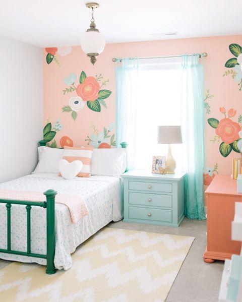 Pastel renkli duvar kağıtları ve mobilyalar ile harika bir genç kız yatak odası dekorasyonu  #dekorasyon #yatakodası