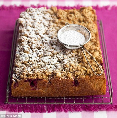 ~@ Recipe: Apple and blackberry crumble cake @~