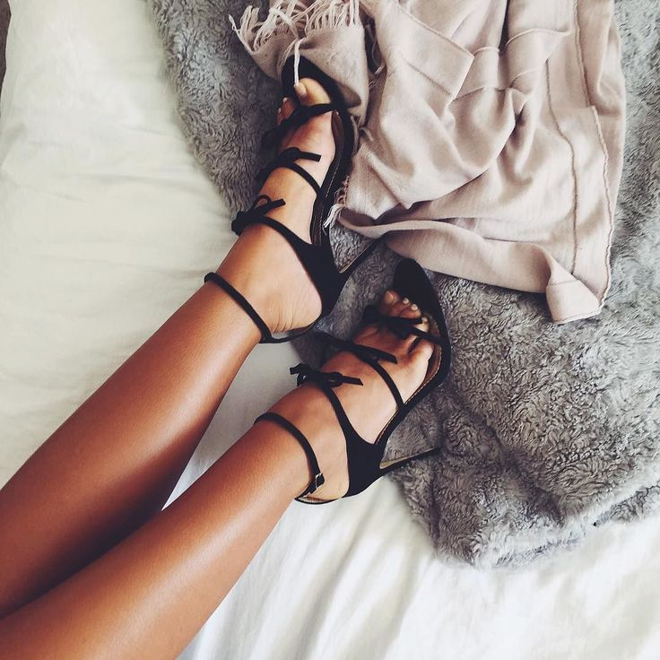 Natasha Oakley's Feet << wikiFeet