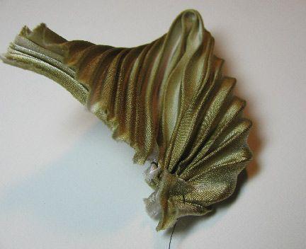 Бисероплетение искусства: Изготовление плиссированные шелковые ленты Shibori цветы - часть первая