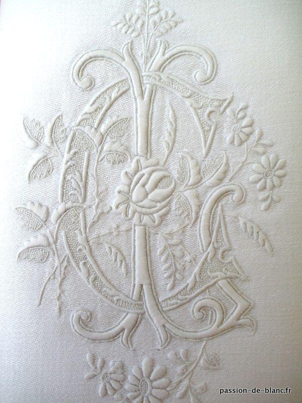 Articles vendus  Monogrammes, dentelles ...  LINGE ANCIEN/Exceptionnel monogramme ancien brodé sur une serviette en damassé de fil de lin ...