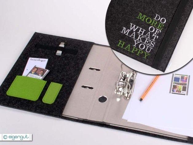 Praktischer Organizer, gefertigt aus reinem, 3mm starkem Wollfilz. Die Schreibmappe bietet Dir Platz für einen Ordner (A5 oder A4), Stifte, Visitenkarten, USB-Stick und vieles mehr... •...