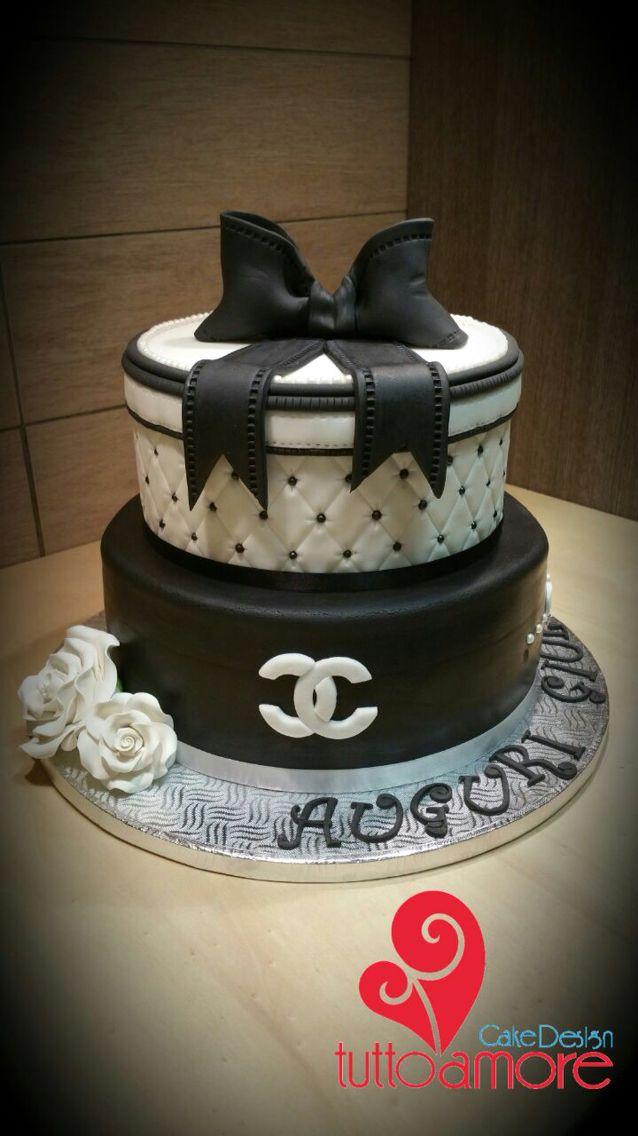 Torta con stile CHANEL !! #tuttoamore #seregno #cake #cakedesign #compleanno #art #sugar #pasticceri #torta #unica #solonoi #eventi #pic #day  i love Coco chanel