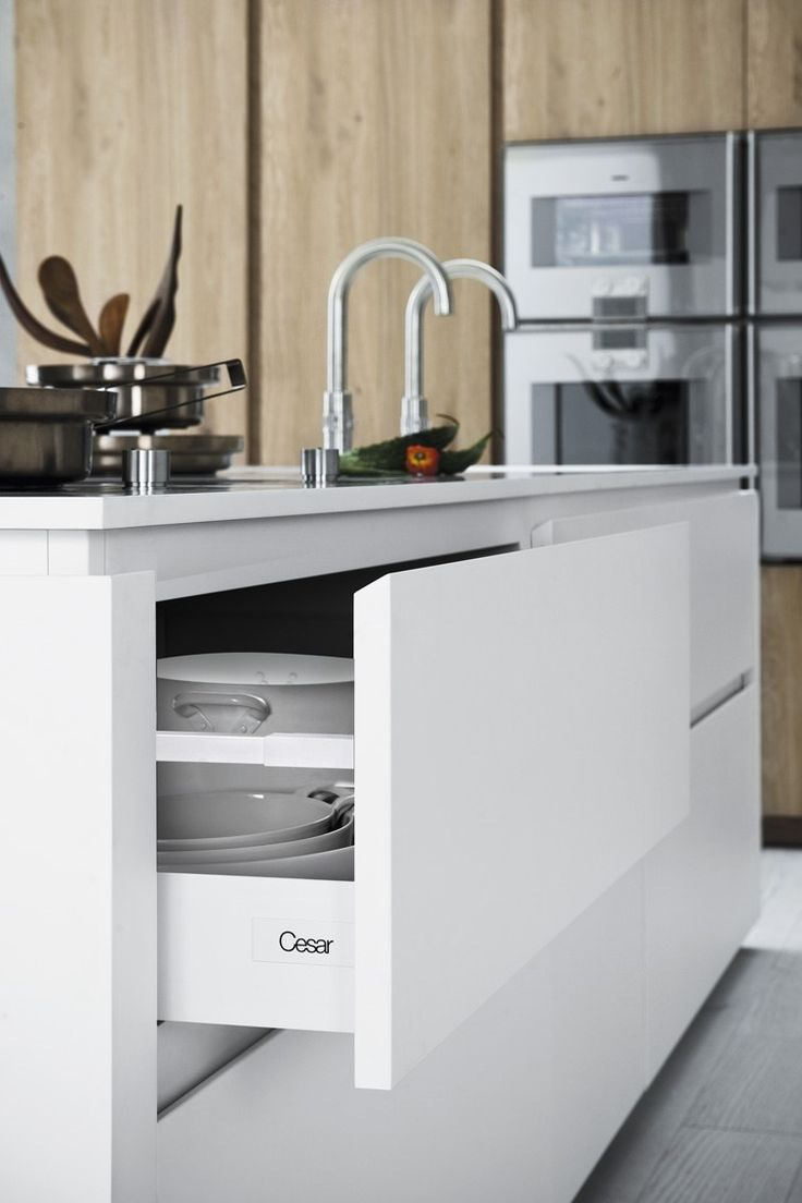 Fitted kitchen with island without handles CLOE - COMPOSITION 4 by Cesar Arredamenti design Gian Vittorio Plazzogna