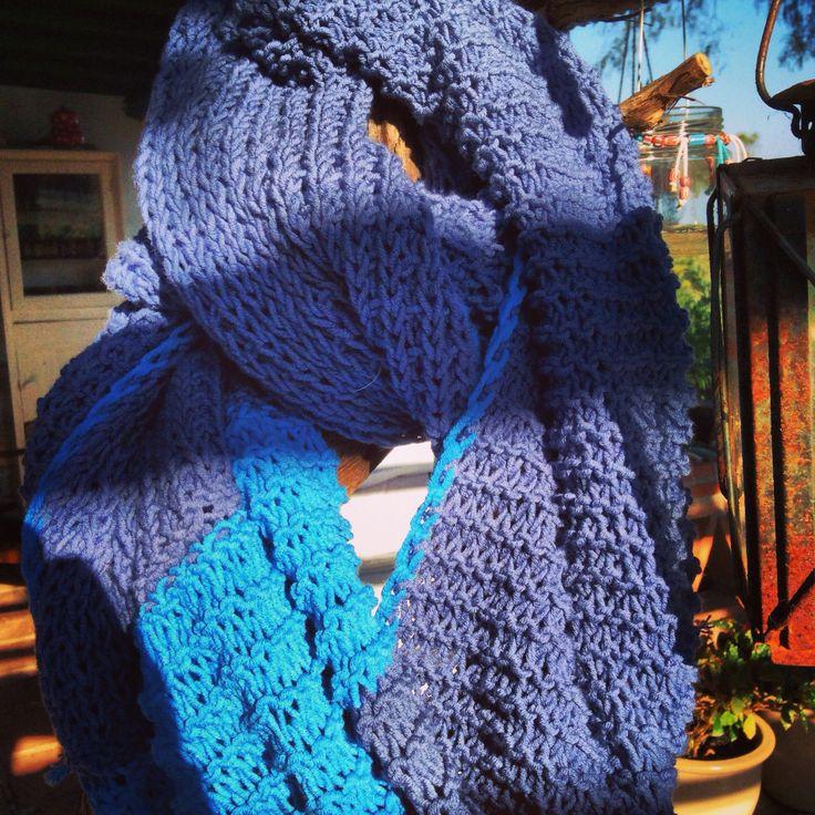 Mooie sjaal voor mij gemaakt door dochterlief Minoes! #blauw
