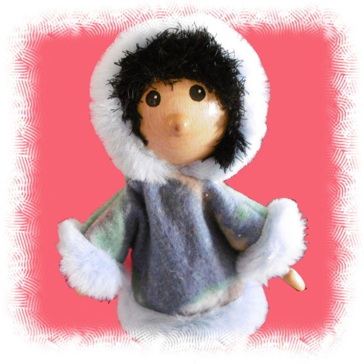 Poupée en bois articulée costume esquimau : Jeux, jouets par philco-creation