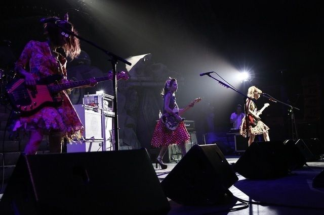 SCANDAL「全員をゾンビにして帰りたい!」ハロウィーンの衣装で圧巻ライブ披露 (画像 6/9)| 邦楽 ニュース | RO69(アールオーロック) - ロッキング・オンの音楽情報サイト