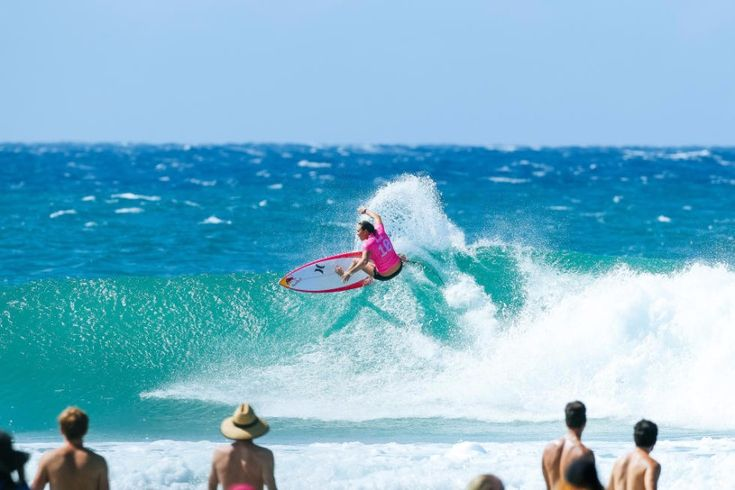 World Surf League: Roxy Pro Gold Coast Round 3, Carissa Moore made a comeback to beat Stephanie Gilmore with 10 second left in Heat 4.