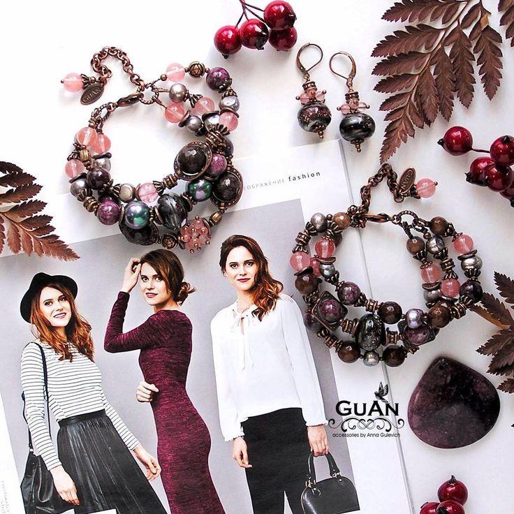 ..🌰И сразу показываю Вам три образа, которые могут дополнить наши шоколадно- ягодные браслеты. А они, кстати, пока еще В НАЛИЧИИ, как и замечательные сережки!.. . ..🌰Шоколадные #украшения отлично сочетаются с черно-белым цветовым тандемом. Выбирая вариант со стильной шляпой и юбкой из кожи, добавьте в образ немного шоколадной романтики. К офисному варианту подойдут небольшие, но оригинальные сережки, которые привлекут внимание к Вашим глазам и улыбке. И, конечно, вечерний вариант - здесь…