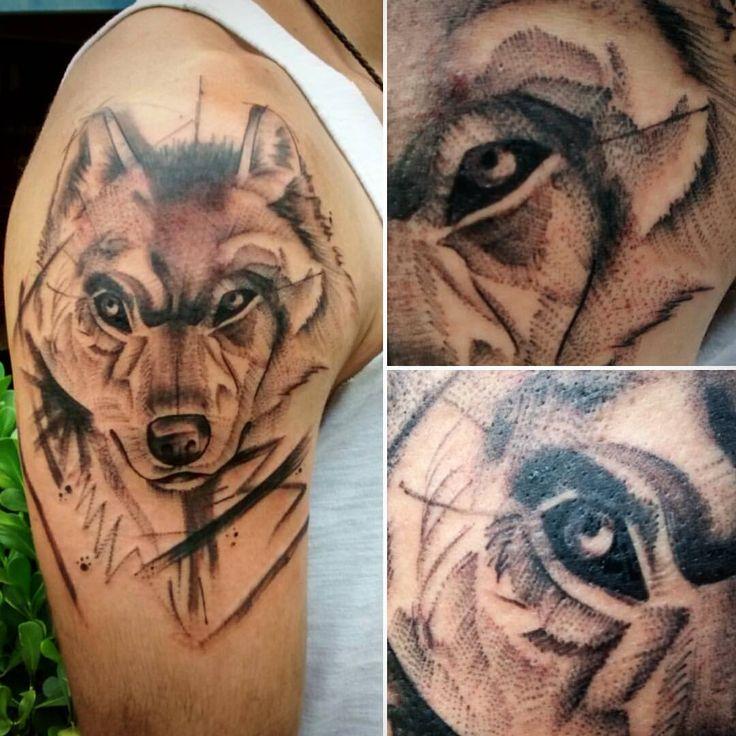 Lobo do Rubens, vlw por mais essa querido. ;) Querendo uma tattoo exclusiva? Sketch, trash, aquarela ou abstrata? Entre em contato, curta a página no Facebook e agende horário. #rootstattoo_oficial #roots #tattoo #tatuagem #wolf #wolftattoo #lobo...