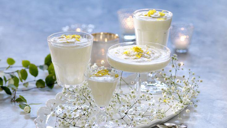 Frisk citronsmak i härligt len grädde är en perfekt dessert om du vill fira trettonhelgen. lite extra Klar på mindre än en halvtimme och perfekt att göra i förväg.