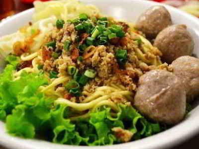 Mie Pangsit - Disini ada rahasia cara membuat video resep mie pangsit jakarta goreng atau kuah asli chinese siantar khas malang jawa makassar yang paling sederhana.
