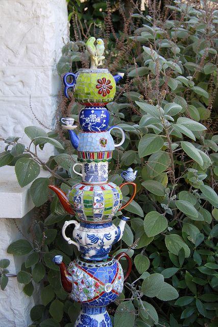Parrot-topped Teapot Totem                           #mosaicgardenart #mosaicart #mosaic