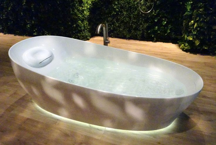 This Bathtub From Toto Will Let You Experience Floating On Water Luxurylaunches We Are Aware Of Japan S Love For Extravagant Toil Bathtub Toto Bathroom Tub