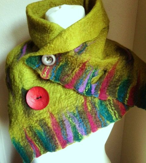 Green Wool Felted scarf. merino wool scarf. por Beautifulfelts