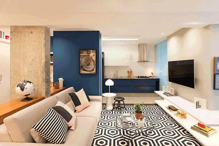 Decoração De Apartamento Integrado, Jovem E Despojado. Na Sala Sofá, Mesa  De Centro
