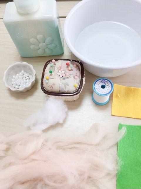 針を使わずに作るフェルトボール♡コロコロ可愛いブローチ作ろう ... 100均の羊毛フェルトを使いました