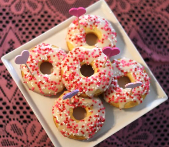 mint love social club: {baked valentine's donuts}