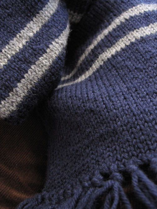 Ravenclaw Scarf Knitting Pattern : 1000+ ideas about Ravenclaw Scarf on Pinterest Harry potter scarf, Ravencla...