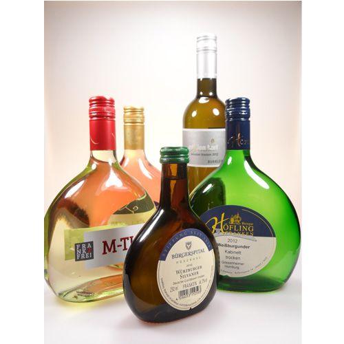 """""""Wein ist Poesie in Flaschen"""" (Stevenson) … und ganz besonders poetisch wird es, wenn es sich dabei um #fränkische_Weine handelt. Lassen Sie den Alltag eine Weile hinter sich. Nehmen Sie sich wieder einmal etwas Zeit für sich. Legen Sie die Füße hoch, entspannen Sie und genießen Sie guten #Frankenwein. In diesem #Online_Weinhandel bekommen Sie die Gelegenheit ganz besondere Weine günstig zu kaufen."""