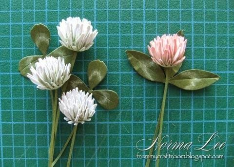 http://frommycraftroom.blogspot.de/2014/09/paper-clover-flower-tutorial.html