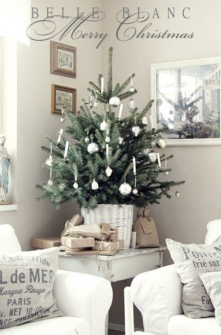 For a very vintage/country crisp white Christmas interior, this has to fit the bill. Tree sitting in a white painted cane or rattan pot surrounded by presents with string and buff coloured wrapping is neat and rather lovely.