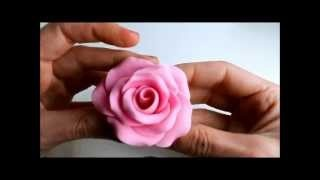 Ideas para el Día de la Madre: Rosa de fondant, via YouTube.