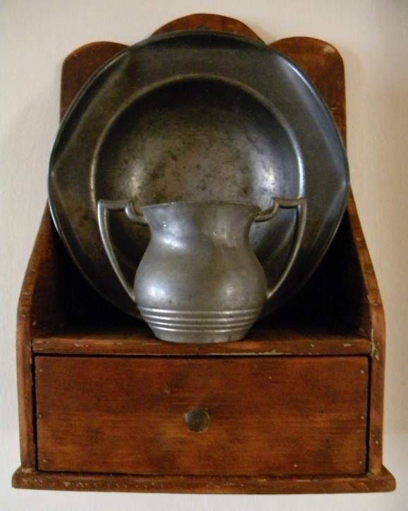 (99) Curious Crow Antiques & Primitives