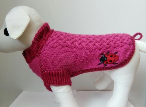 Ručne pletený sveter s výšivkou Lienka