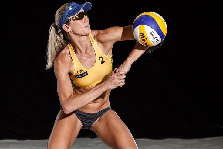 Сексуальные пляжные волейболистки  Пляжный волейбол любят многие только из-за того, что там есть на что посмотреть. Лучшие команды по женскому пляжному волейболу на Олимпиаде. Спортивные и сексуальные волейболистки. #красотки #девушкикрасавицы #красавица #женщинамечты #женщина #красотаспасетмир  https://mensby.com/photo/instagram/7472-sexy-beach-volleyball