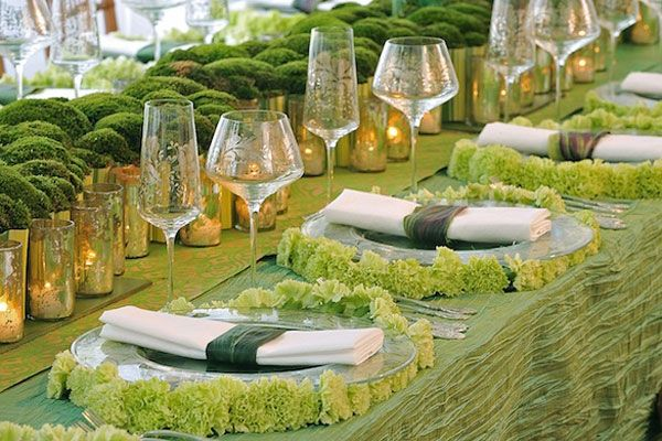Le chemin de table est un élément à ne pas négliger puisque c'est lui qui habillera vos tables de mariages et de réception. Voici donc 12 idées pour un chemin…