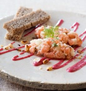 Zalmtartaar met venkel, granny smith, arganolie en rodebietensaus - Recepten - Culinair - KnackWeekend.be