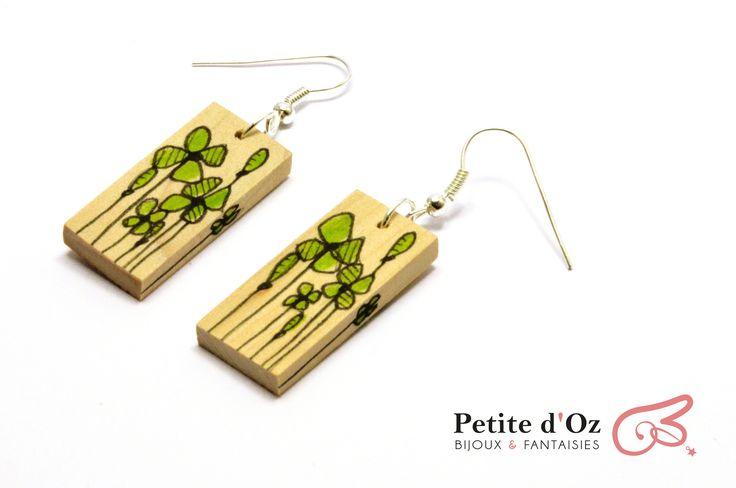 """Boucles d'oreilles pendantes rectangulaires en bois """"Fleurs des prés"""" vertes : Boucles d'oreille par petite-d-oz"""