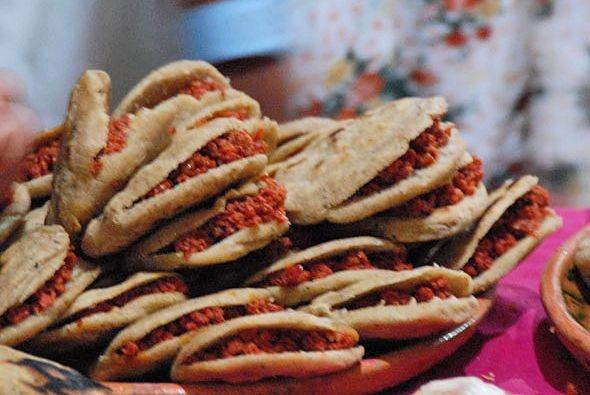 Bocoles. Gorditas de masa rellenas de chorizo, papa, pollo o queso.: Masa Rellena, Delicious Food