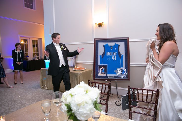 This bride surprised her groom with an autographed Dirk Nowitzky jersey at their wedding! Talk about a great gift! #MavsFans #giftforthegroom Photography: TRU Identity Photography & Designs