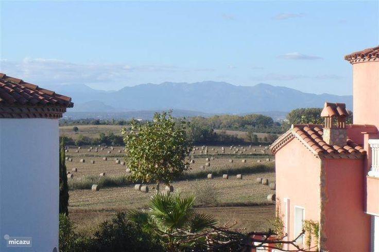 Mooi uitzicht vanaf het terras op de Spaanse pyreneeen