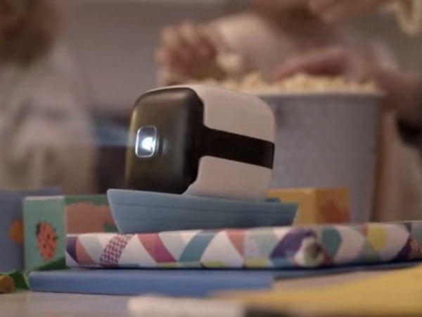スクリーンいらずでラクラク動画鑑賞!新型プロジェクター「CINEMOOD」はコンテンツ付き   Techable(テッカブル)