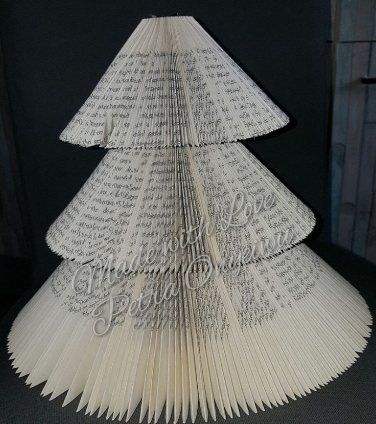 Weihnachtsbaum aus einem Buch schneiden und falten 21 10 2015