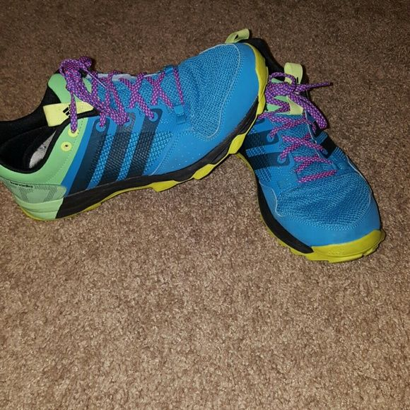 Mens Adidas shoes Mens Adidas running shoe size 9.5 great tread on bottom...barely worn Adidas Shoes Sneakers