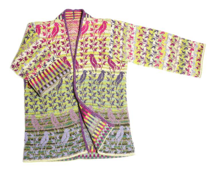 Christel Seyfarth designer håndstrikkede frakker, jakker og sweatre i unika design. Hendes farvestrålende strik er inspireret af den storslåede natur på vadehavsøen Fanø. Modellerne er inspireret af gamle kostumer, tyrkiske frakker, Østens enkle tøjsnit, rokokoens voluminøse detaljer og meget mere – med mønstre af blomster, fugle, blade, tern, og ofte med et stænk af yndlingsfarven limegrøn.