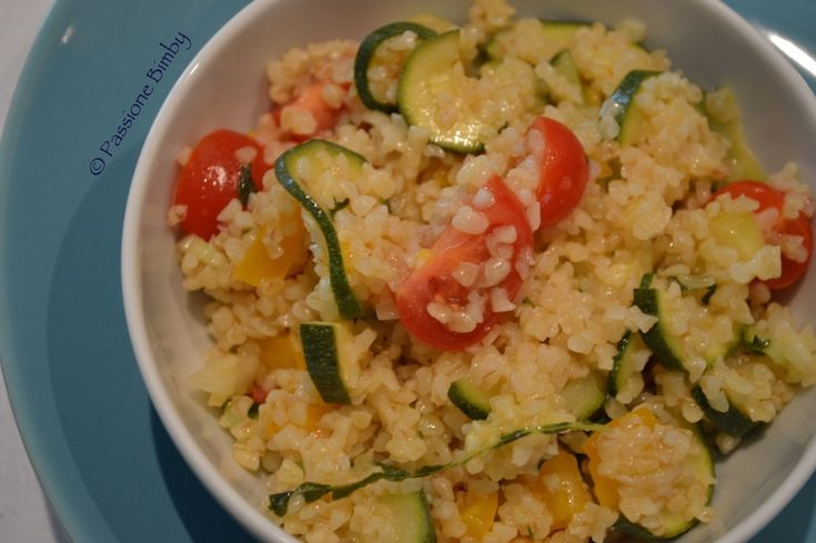 Ingredienti per 8 persone: 250 gr di peperone giallo 150 gr di zucchina a listarelle 15 gr di foglie di menta fresca 50 gr di olio extra vergine 30 gr di s