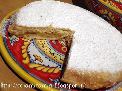 Apple pie on hand-painted ceramic. #Majolica #Italy. Torta di mele sulla ceramica dipinta a mano http://ceramicamia.blogspot.it/2013/02/cioccolata-e-ceramica-colorata.html