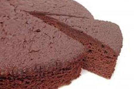 Il pan di spagna rappresenta la classica base per ogni torta. È sufficiente aggiungere qualunque tipo di farcitura o di decorazione ed il risultato sarà buonissimo. È possibile infatti liberare la nostra fantasia utilizzando creme al cioccolato, creme pasticcere e panna. Possiamo adoperare decorazioni fatte con pasta  di zucchero, oppure in cioccolato plastico. Una variante alle  solite ricette per il pan di spagna è quella al cioccolato, tanto amata dai bambini. Se utilizziamo il nostro…