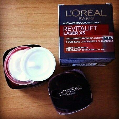 Crema Viso Revitalift L'Oréal Laser X3 con Acido Ialuronico. Perfetta crema anti-rughe a partire dai 40 anni; adatta anche alle pelli sensibili.