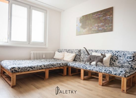 Soffa from old pallets wood www.paletky.cz