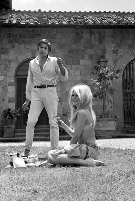 Gunter Sachs and Brigitte Bardot (Marbella Club Hotel, 60s) | MUSE ...: https://www.pinterest.com/pin/306455949615044237
