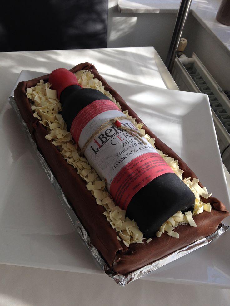 #wijnfles #taart #marsepein #verjaardagstaart