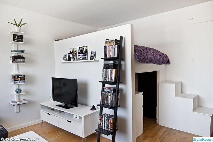 våningssäng,tv,tv-bänk,steghylla,fotokonst,trappa,platsbyggt