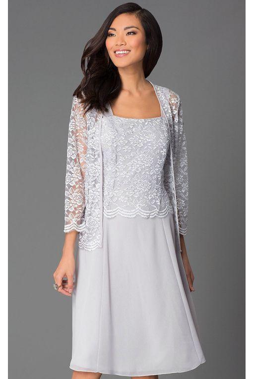 4da6aa714470 Starší nevěsty si s oblibou volí tyto šaty právě na druhou svatbu. Stříbrná  barva je
